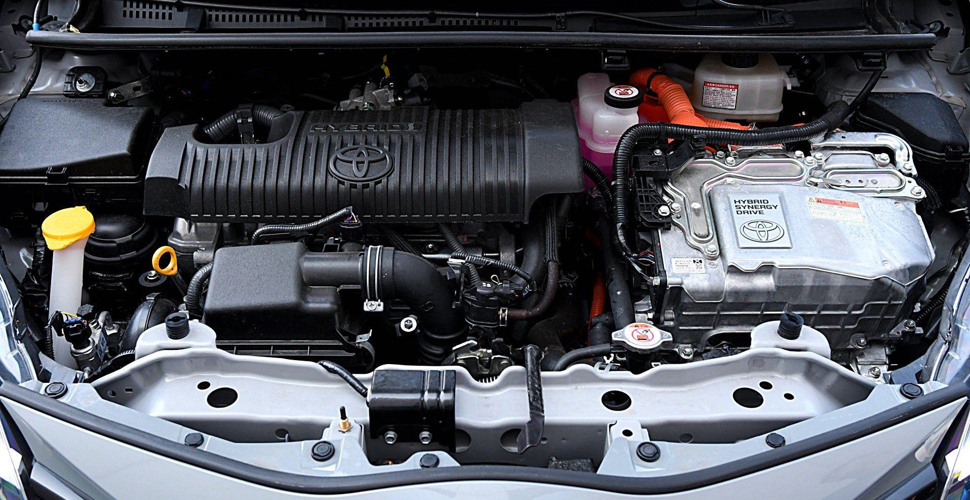 TOYOTA Yaris III FL GR Sport Hybrid 1.5 silnik