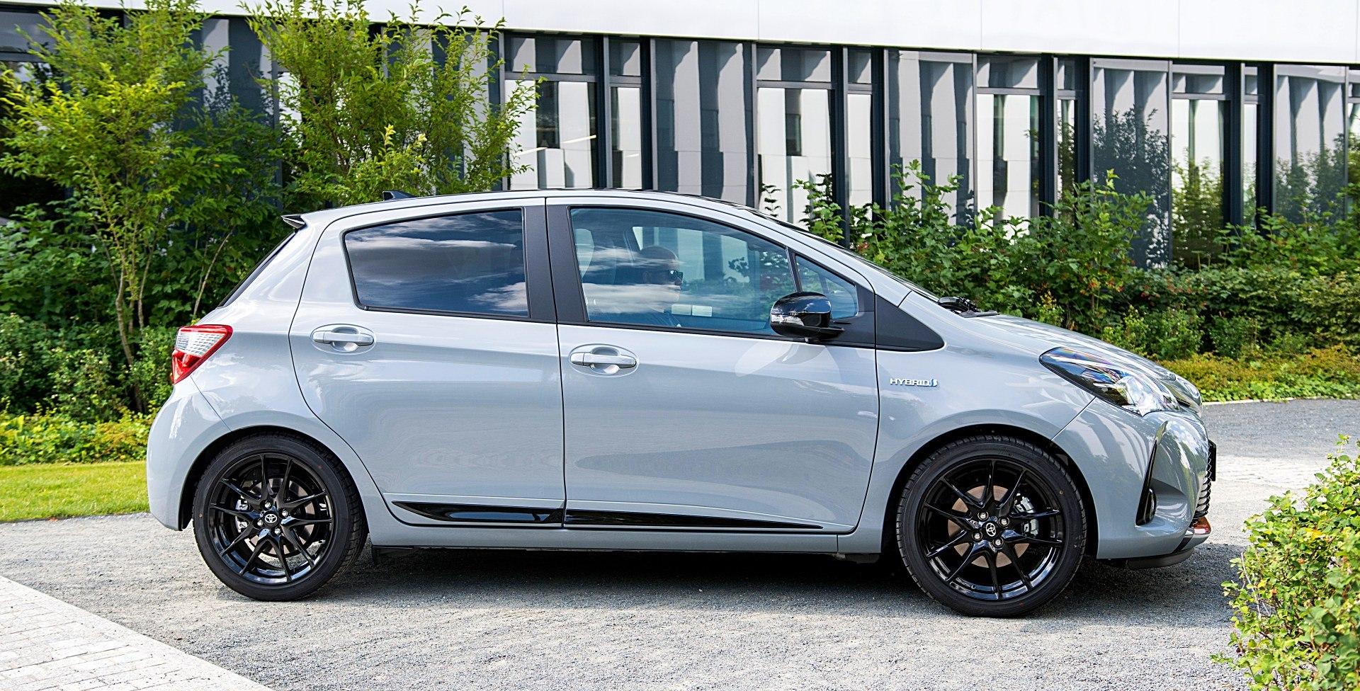 TOYOTA Yaris III FL GR Sport Hybrid 1.5 bok