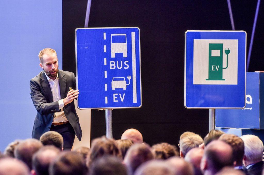 znak drogowy EV