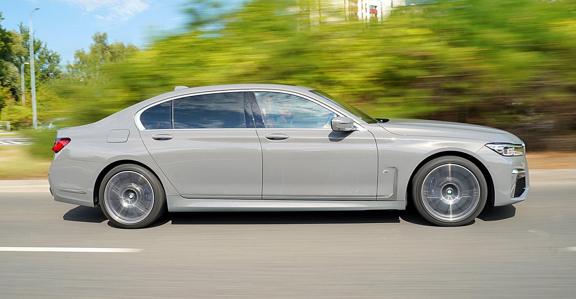 BMW 745Le xDrive bok