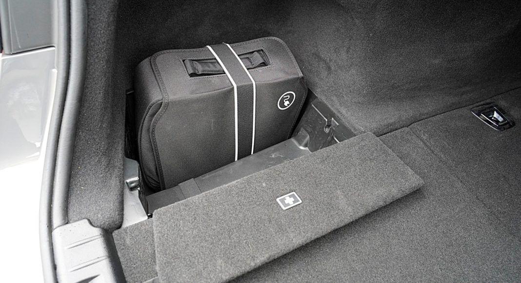 BMW 745Le xDrive – przewody do ładowania