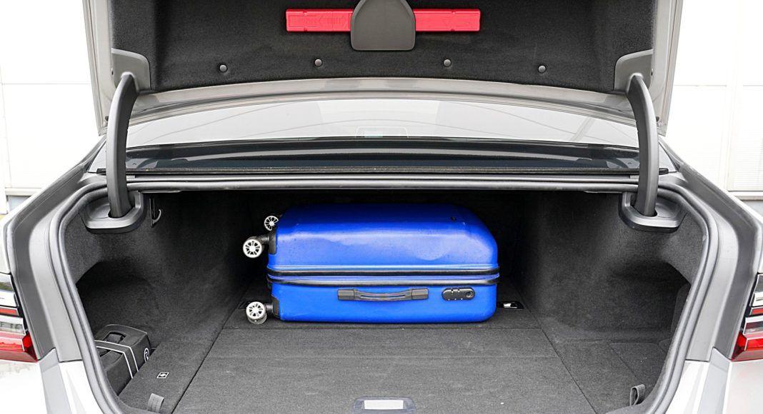 BMW 745Le xDrive – bagażnik
