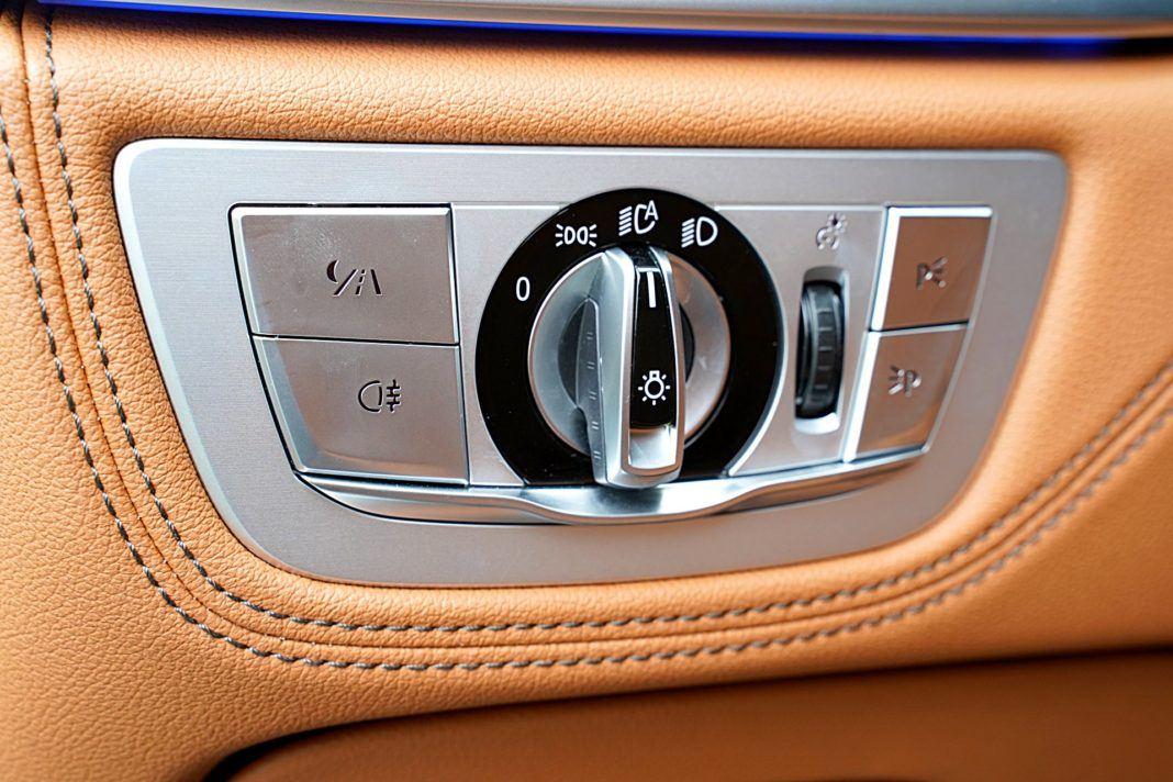 BMW 745Le G12 FL Plug-In Hybrid 3.0T panel sterujący
