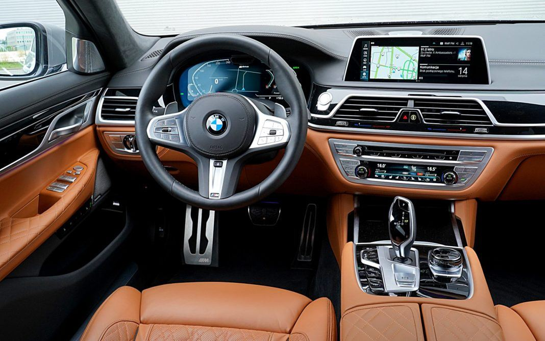 BMW 745Le xDrive – deska rozdzielcza