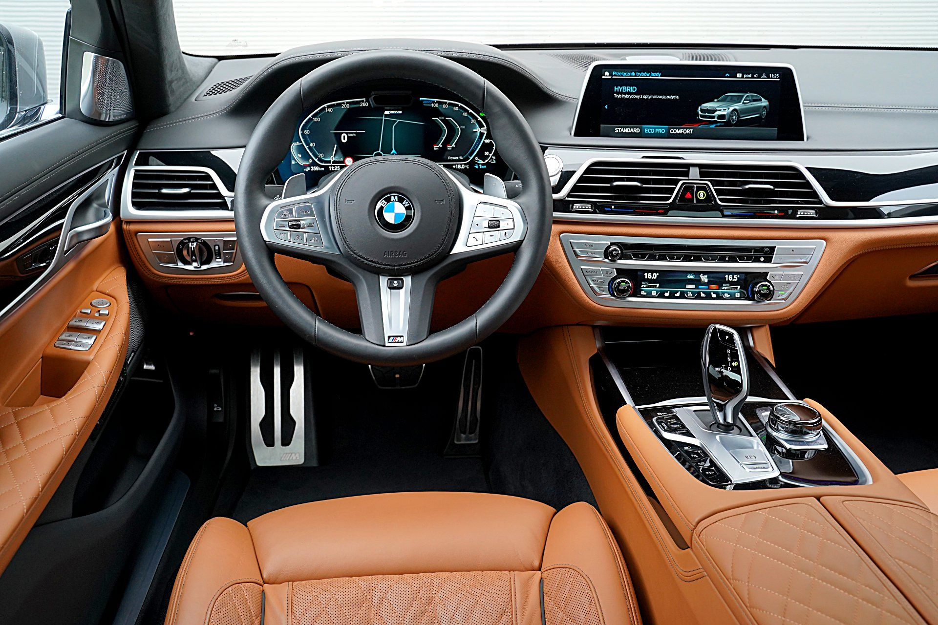 BMW 745Le G12 FL Plug-In Hybrid 3.0T deska rozdzielcza
