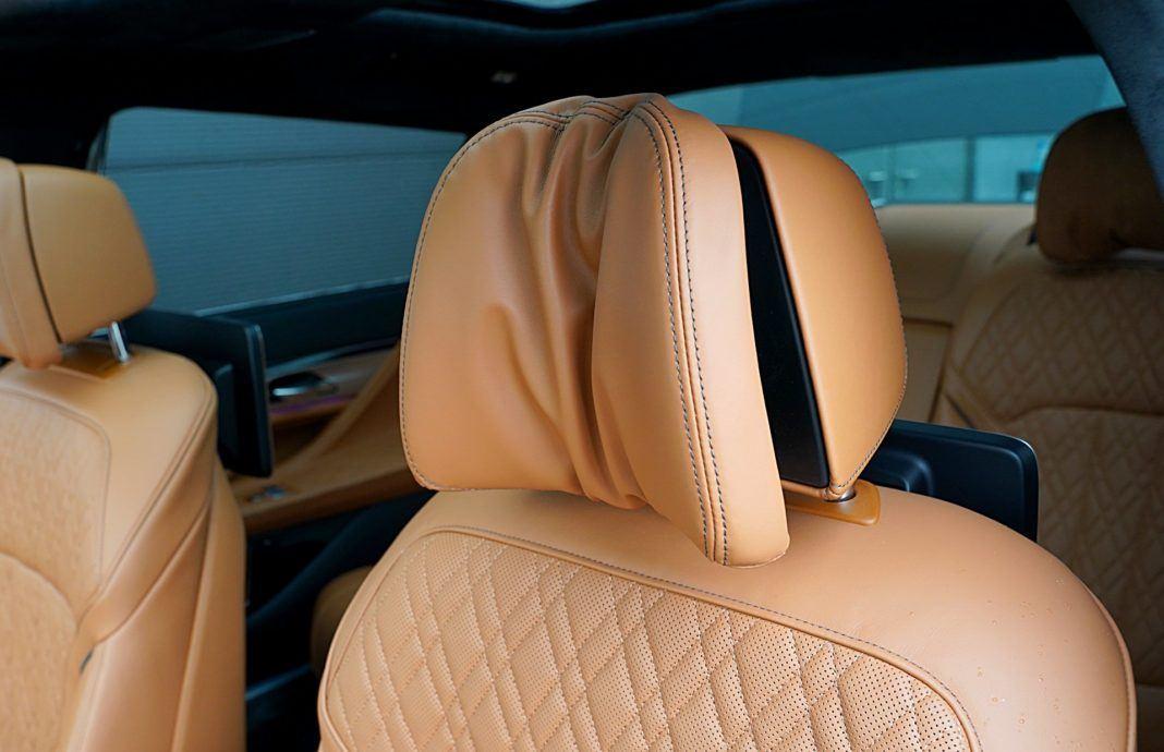 BMW 745Le xDrive – zagłówek