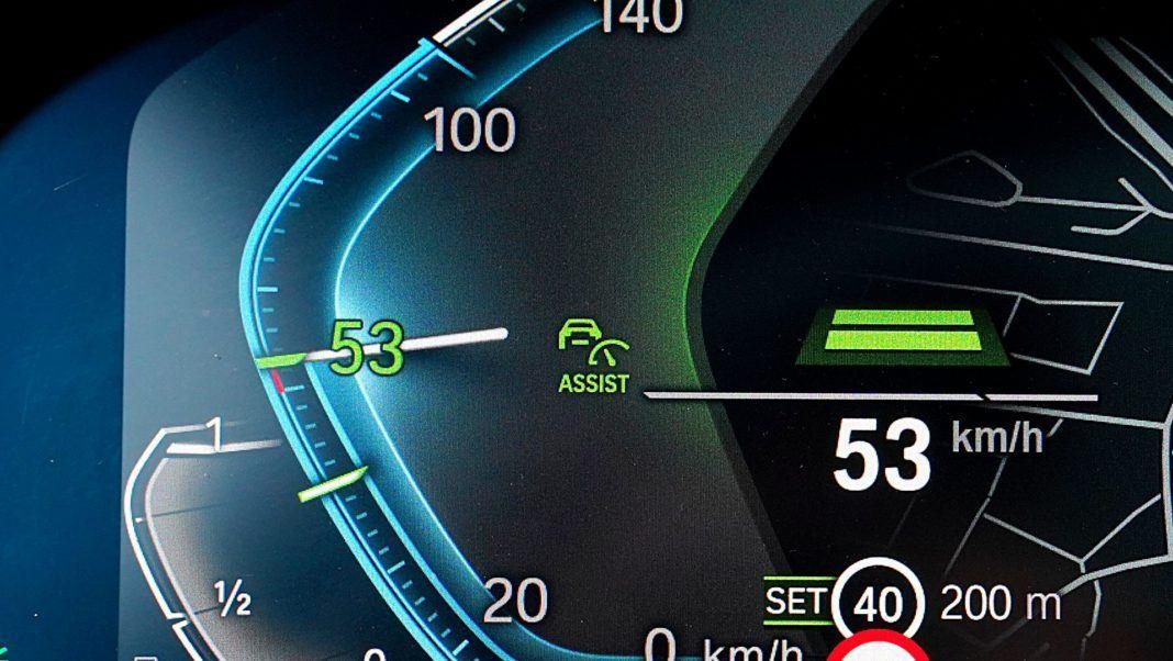 BMW 745Le G12 FL Plug-In Hybrid 3.0T tempomat