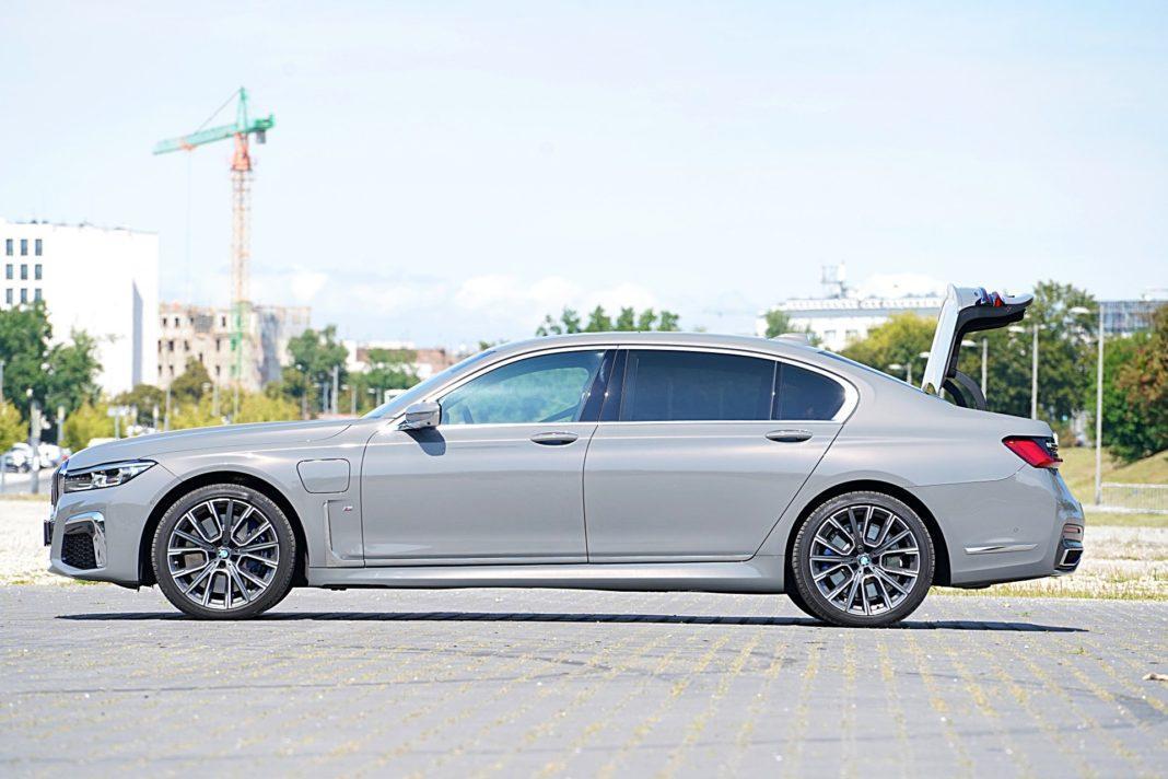BMW 745Le xDrive – bok bagażnik