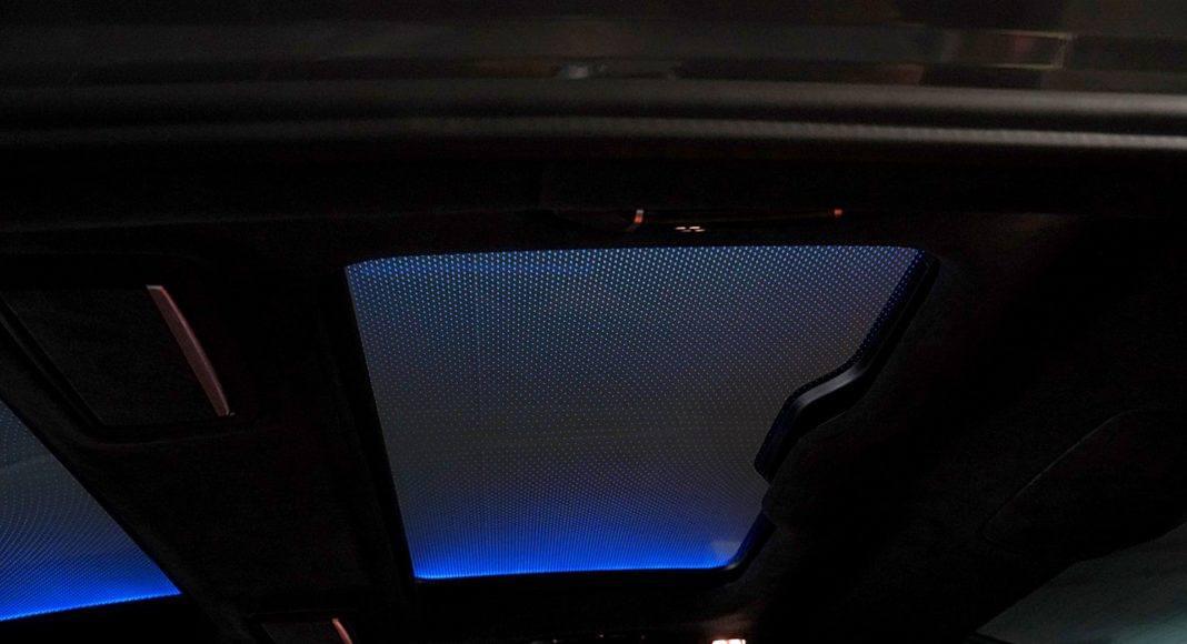 BMW 745Le G12 FL Plug-In Hybrid 3.0T okno dachowe