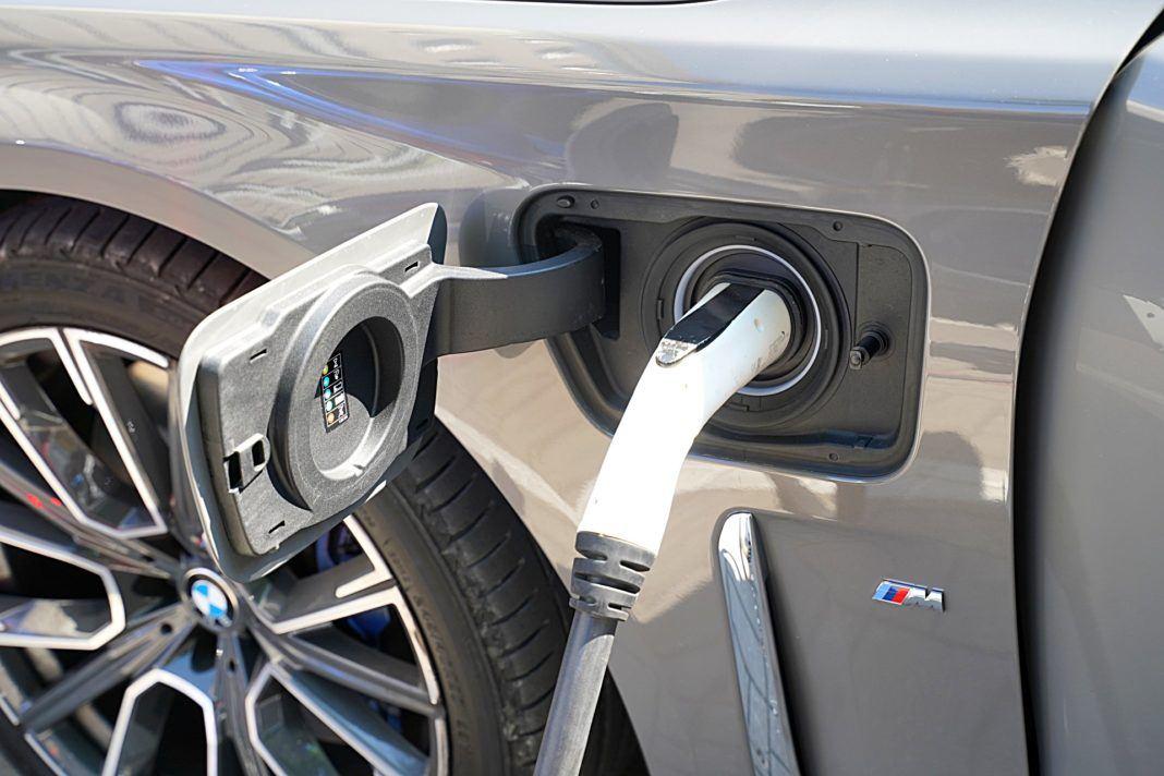 BMW 745Le G12 FL Plug-In Hybrid 3.0T gniazdo do ładowania