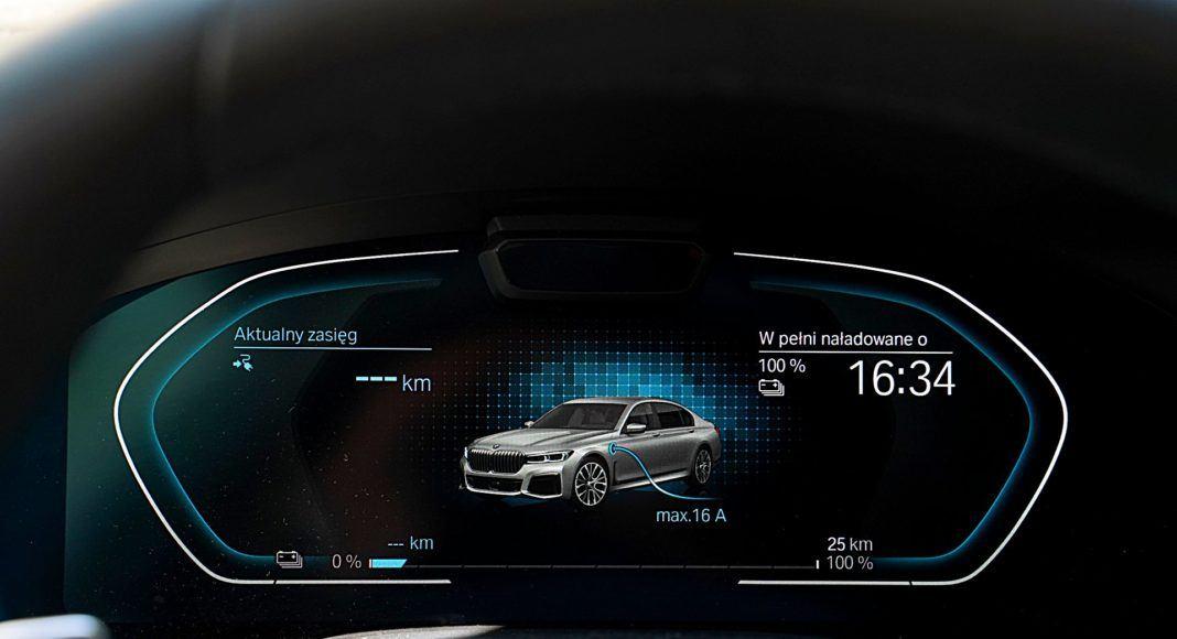 BMW 745Le G12 FL Plug-In Hybrid 3.0T wskaźniki ładowanie