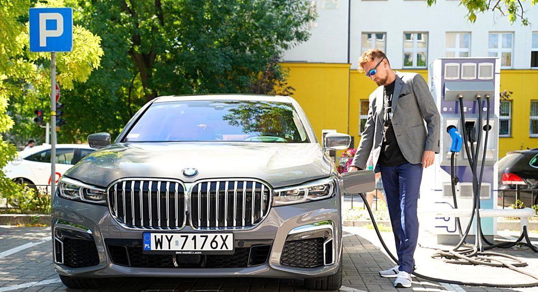 BMW 745Le G12 FL Plug-In Hybrid 3.0T ładowanie akumulatorów