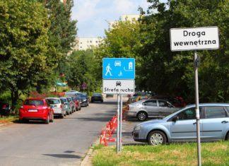 Strefa ruchu, strefa zamieszkania, droga wewnętrzna – czym się różnią? Przepisy dotyczące osiedlowych dróg