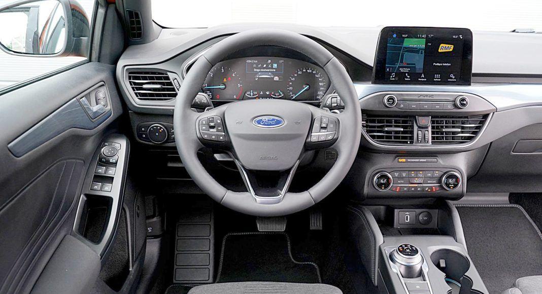 Ford Focus Active Kombi 2.0 EcoBlue – deska rozdzielcza