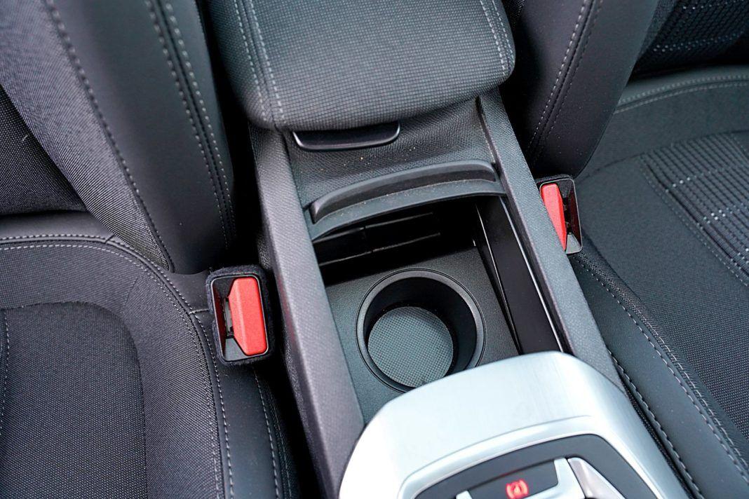 Peugeot 308 – cupholder