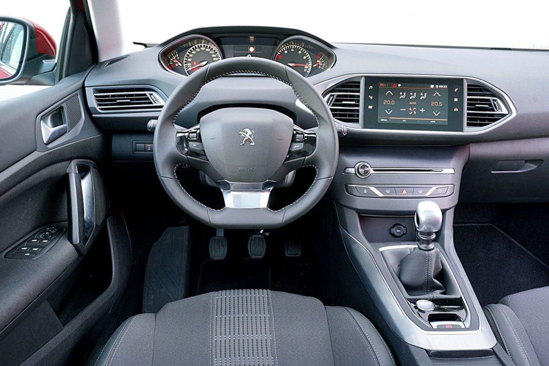 Peugeot 308 – deska rozdzielcza