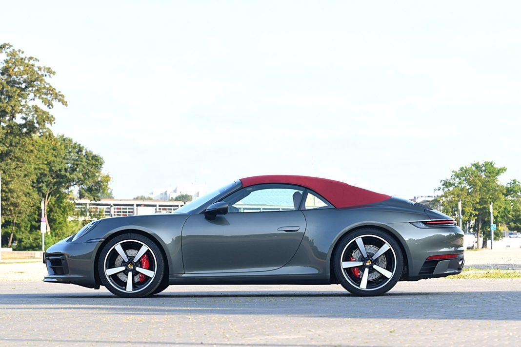 Porsche 911 Carrera 4S Cabriolet – bok
