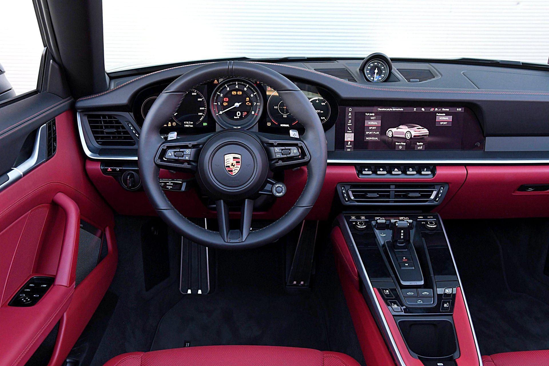 PORSCHE 911 992 Carrera 4S Cabriolet 3.0T deska rozdzielcza