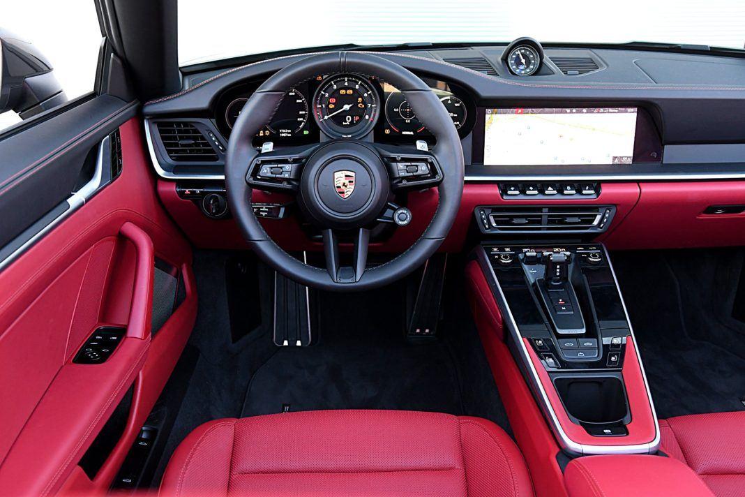 Porsche 911 Carrera 4S Cabriolet – deska rozdielcza