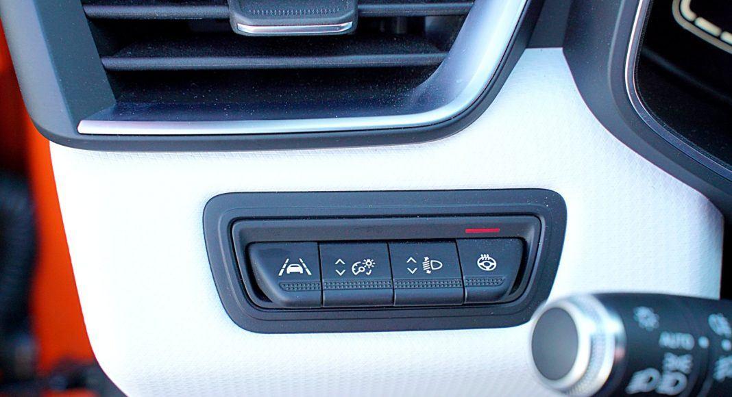 Renault Clio 1.0 TCe 100 Intens – panel sterowania