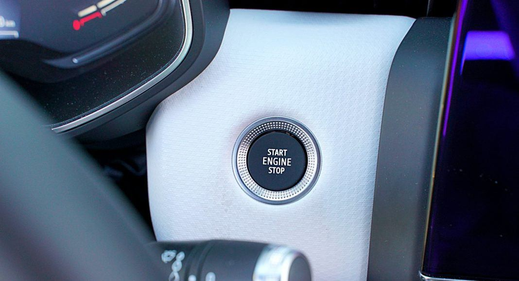 Renault Clio 1.0 TCe 100 Intens – uruchamianie silnika