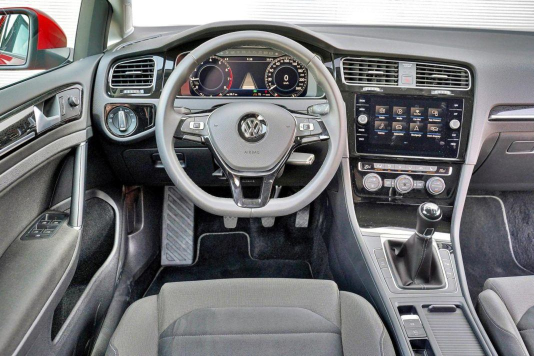 VW-Golf-wnetrze.jpg