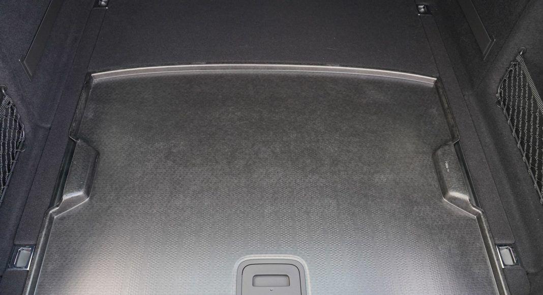 Audi A4 allroad 45 TFSI quattro S tronic - praktyczna dwustronna podłoga bagażnika