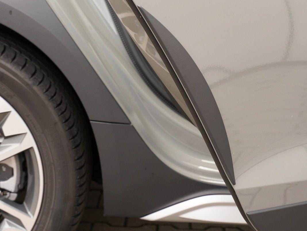 Audi A4 allroad 45 TFSI quattro S tronic - praktyczne osłony karoserii z nielakierowanego tworzywa