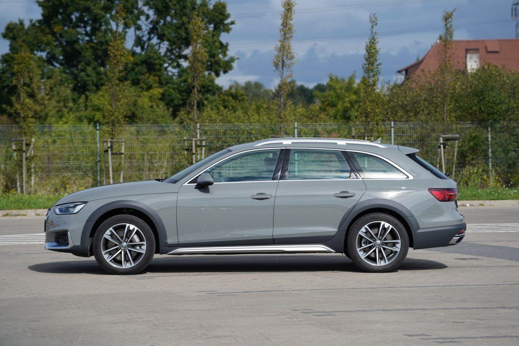 Audi A4 allroad 45 TFSI quattro S tronic - bok