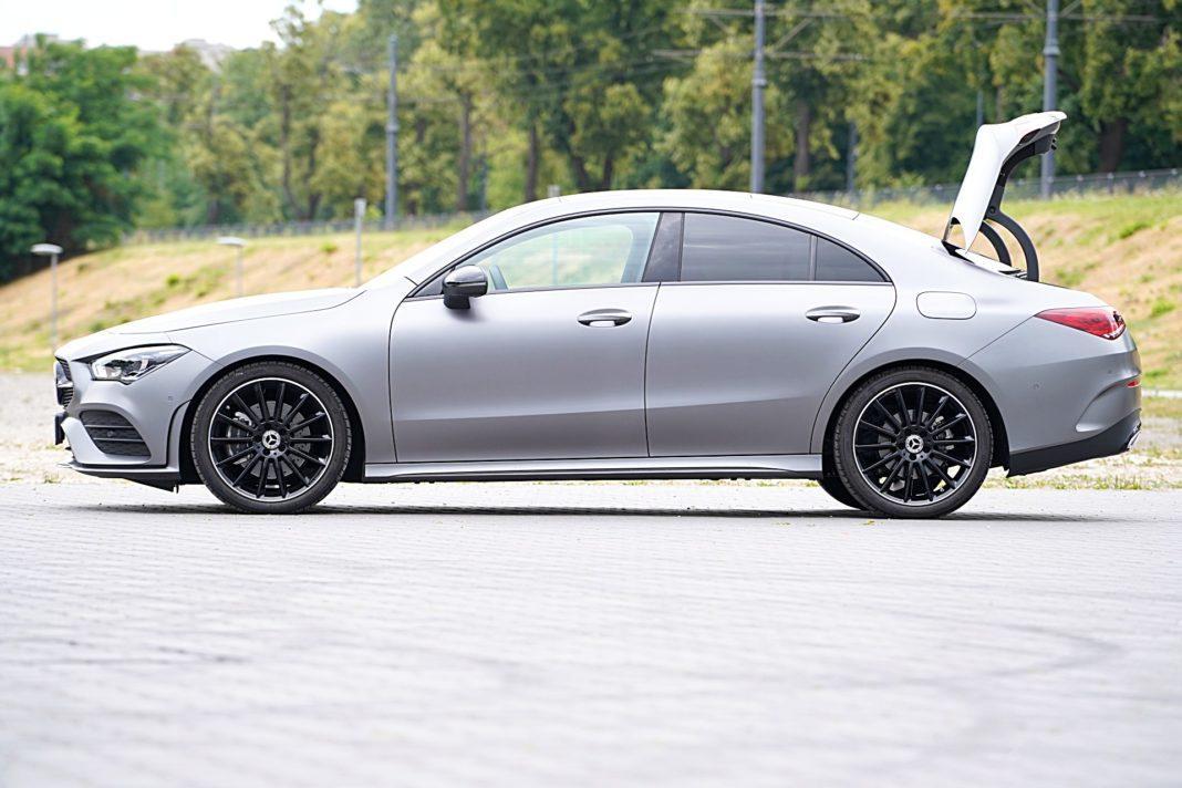 Mercedes CLA – bok bagażnik