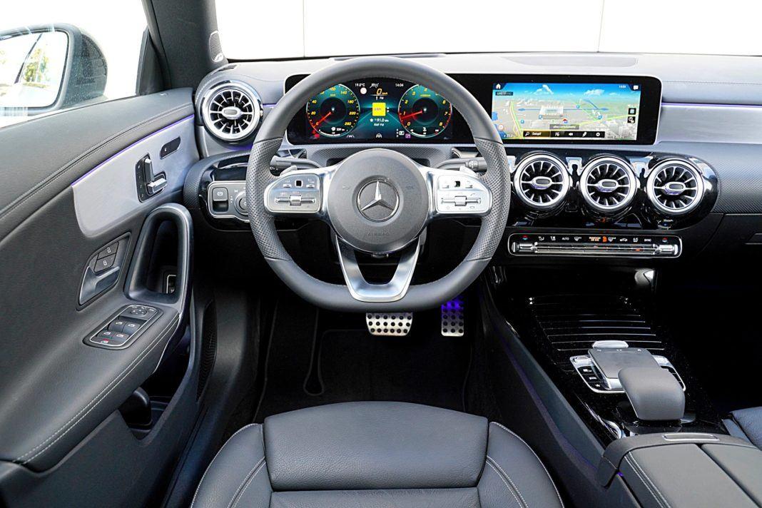 Mercedes CLA – deska rozdzielcza