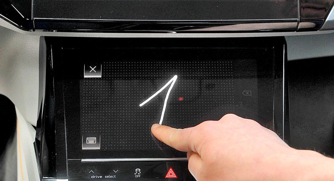 Audi e-tron 55 quattro advanced – wyświetlacz