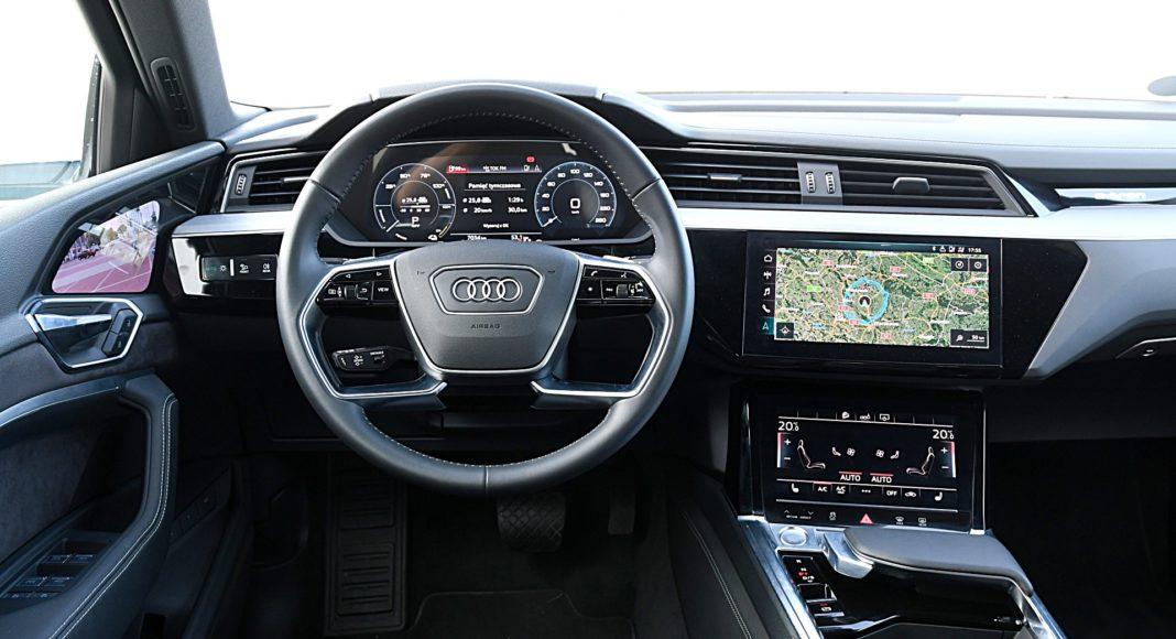 Audi e-tron 55 quattro advanced – deska rozdzielcza