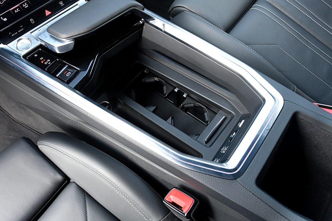 Audi e-tron 55 quattro advanced – tunel środkowy