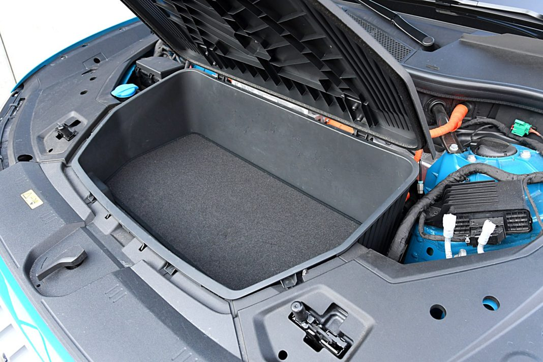 Audi e-tron 55 quattro advanced – przedni bagażnik