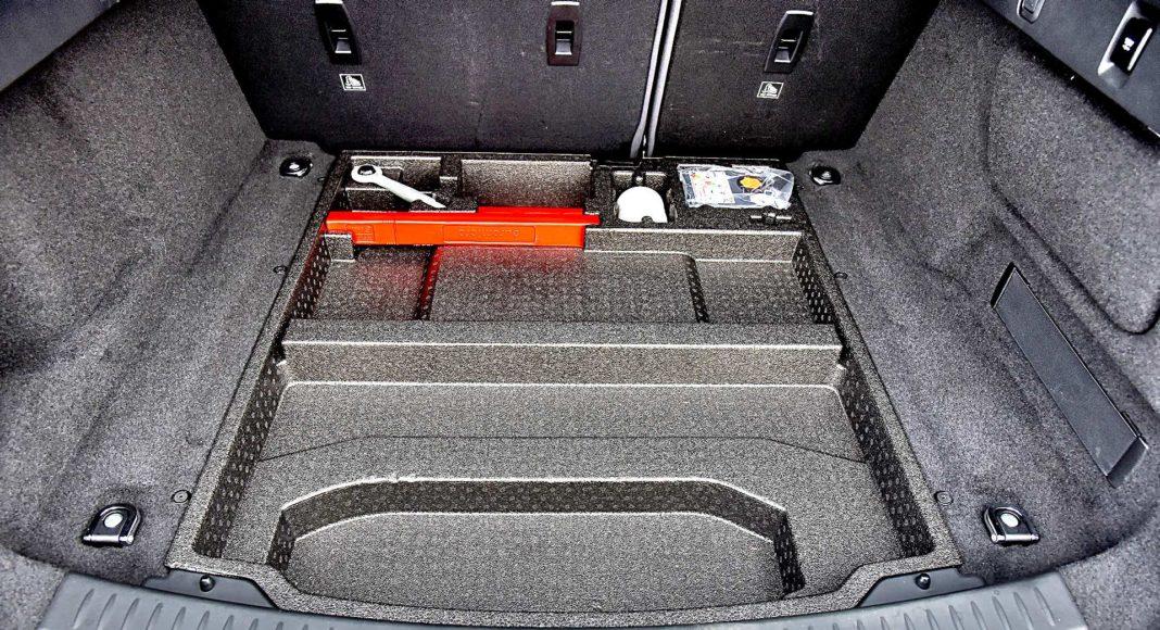Jaguar I-Pace EV400 AWD – schowek