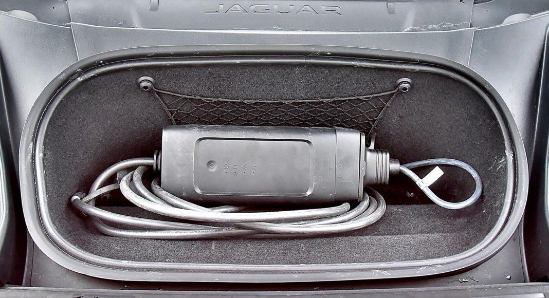 Jaguar I-Pace EV400 AWD – przedni bagażnik