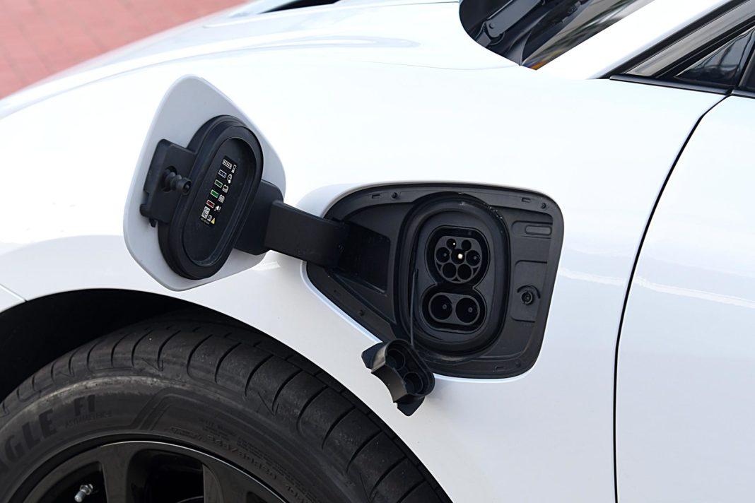 Jaguar I-Pace EV400 AWD – gniazdo ładowania