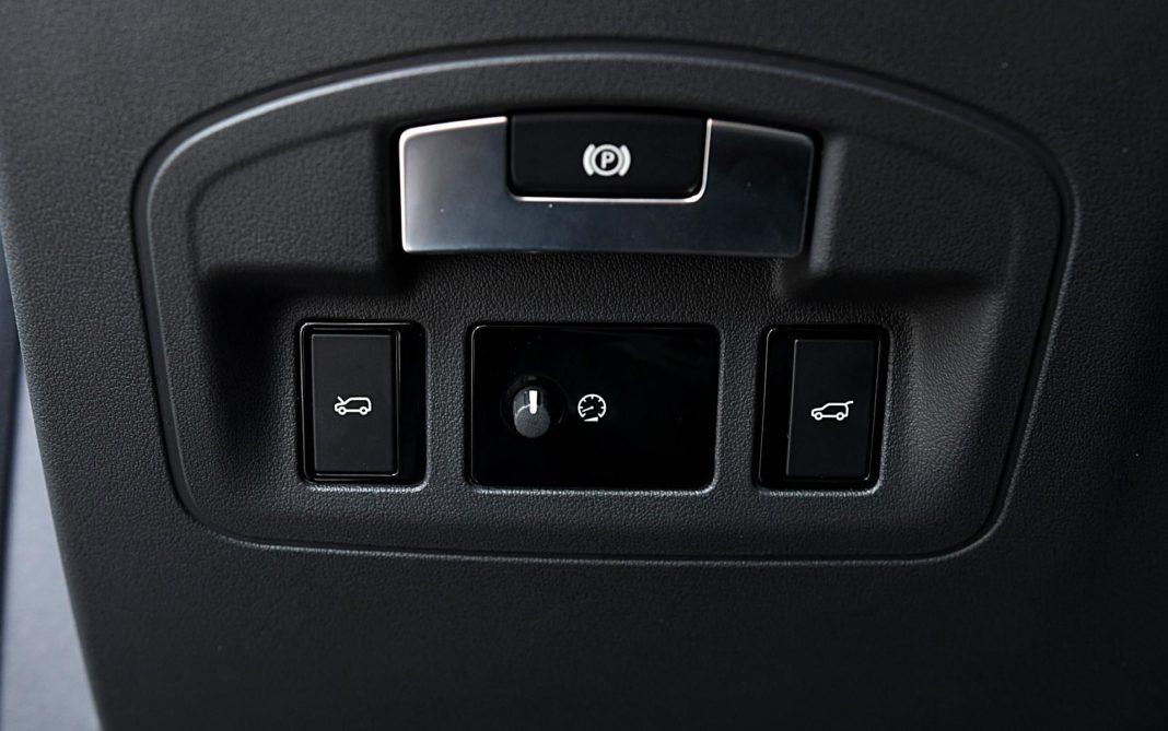 Jaguar I-Pace EV400 AWD – regulacja podświetlenia