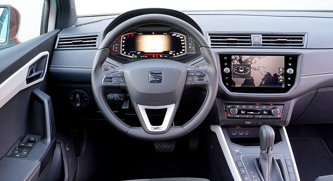 Seat Arona 1.0 TSI 115 Xcellence – deska rozdzielcza