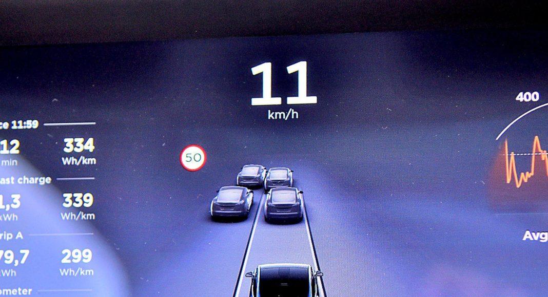 Tesla Model X Long Range – autopilot