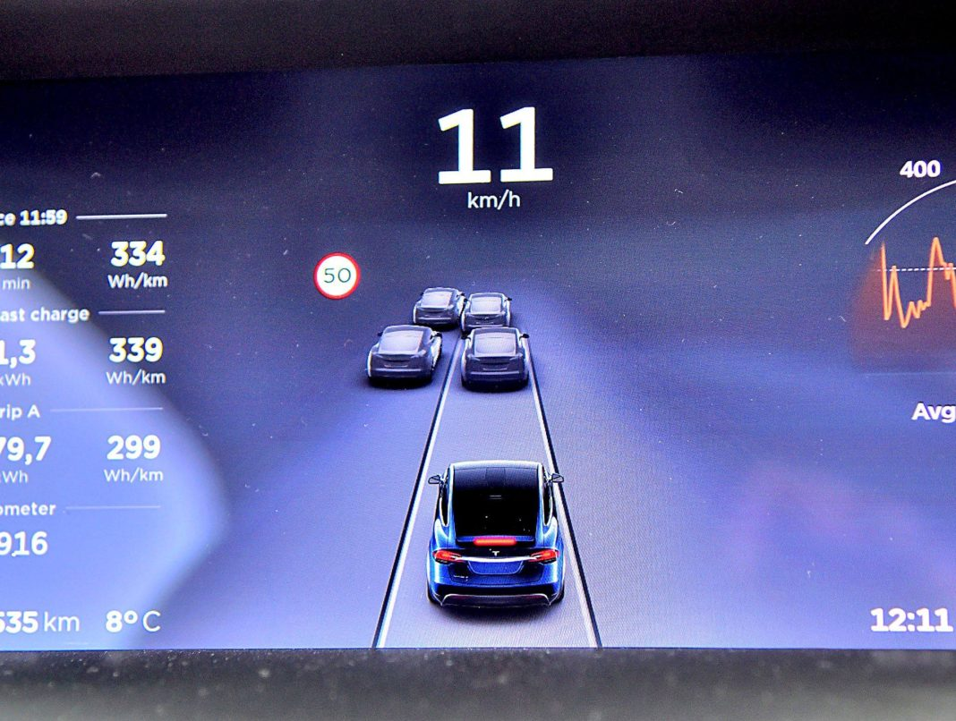 Tesla Model X Long Range – autopilot