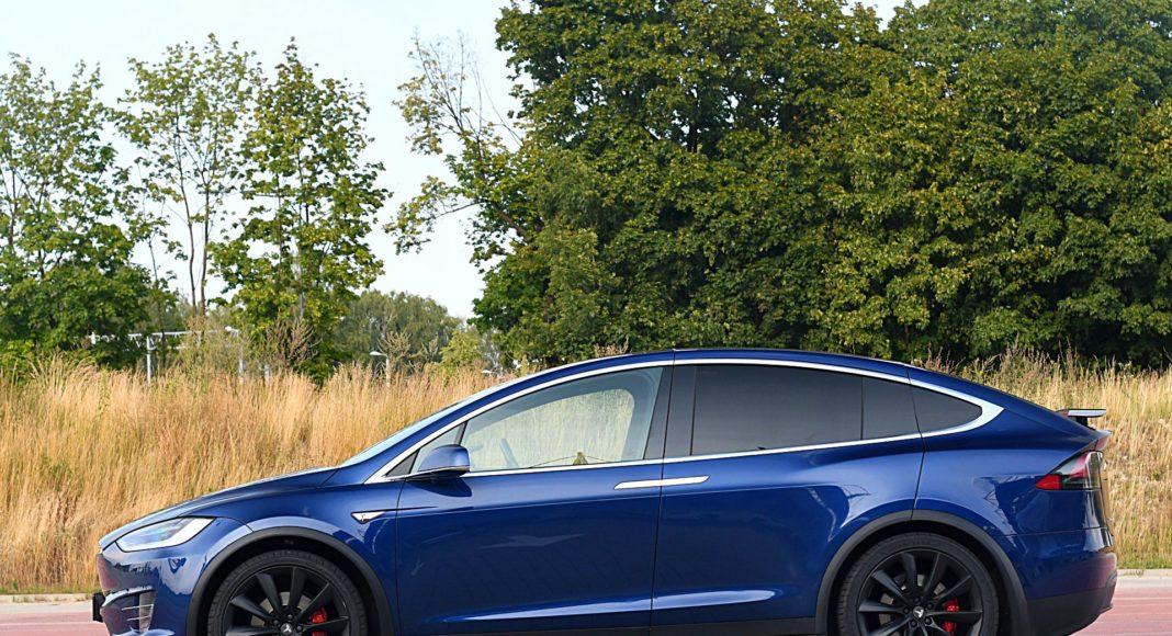 Tesla Model X Long Range – bok