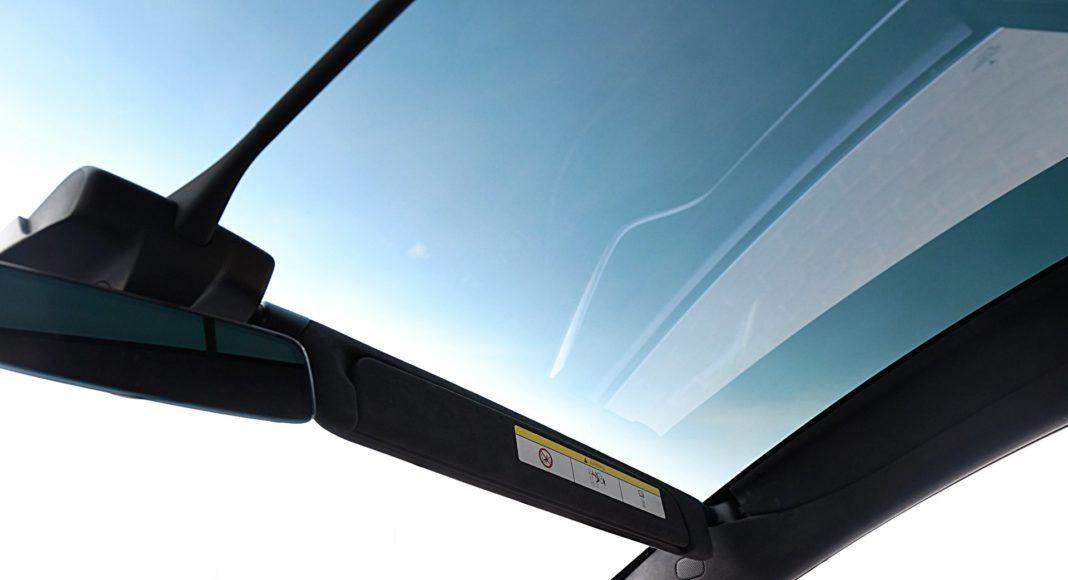 Tesla Model X Long Range – szyba panoramiczna