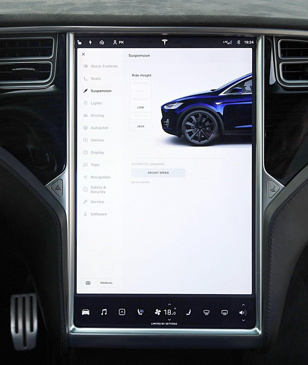 Tesla Model X Long Range – ekran sterowanie pneumatyką