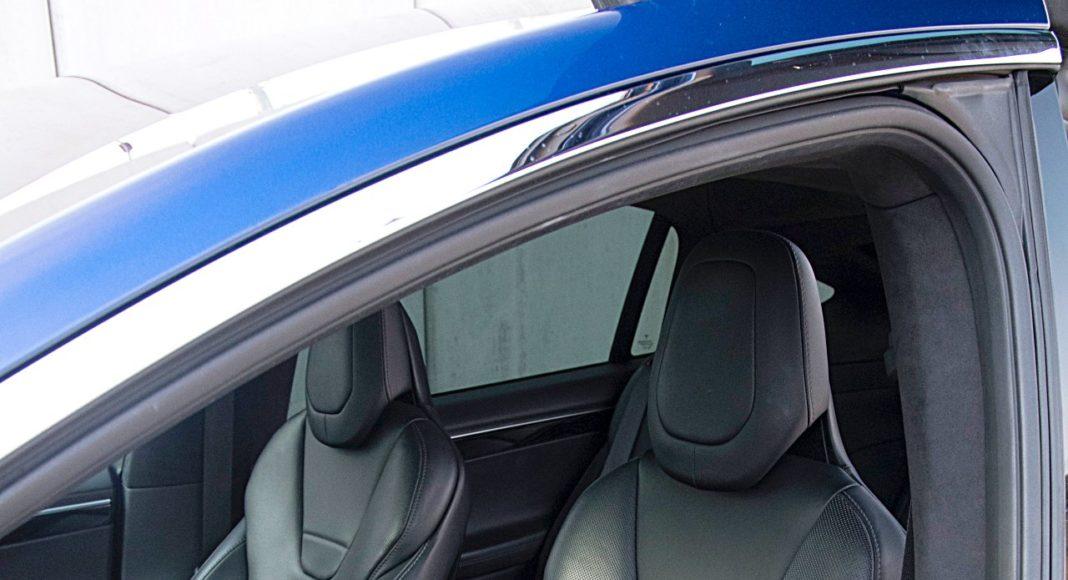 Tesla Model X Long Range – fotele: pierwszy rząd