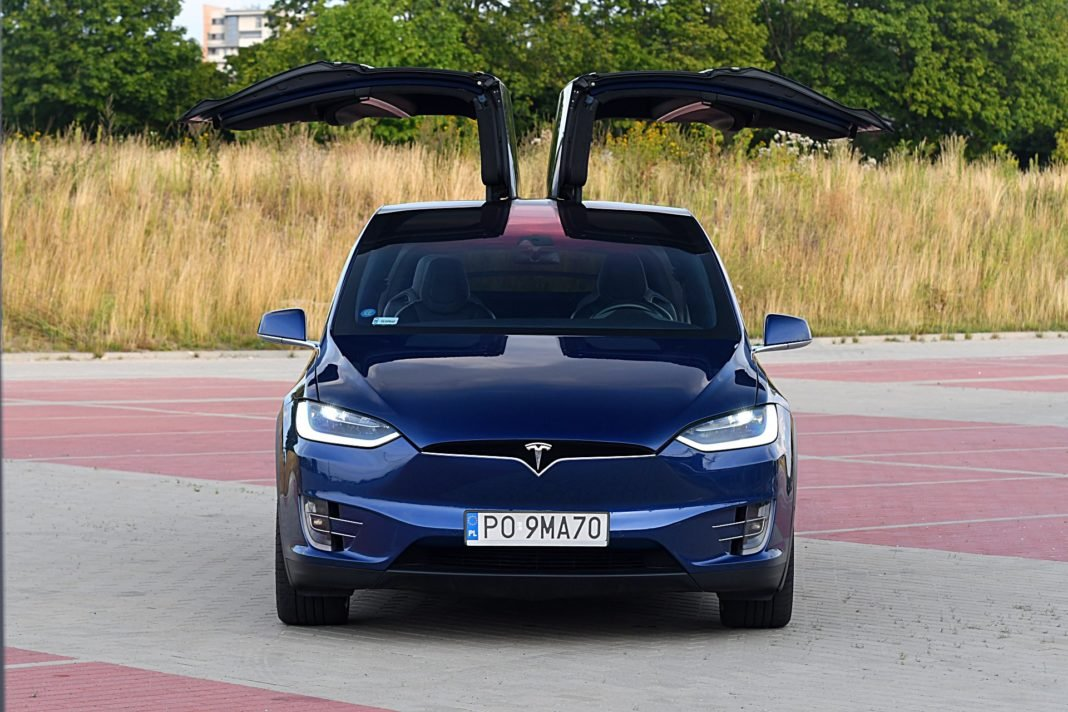 Tesla Model X Long Range – przód