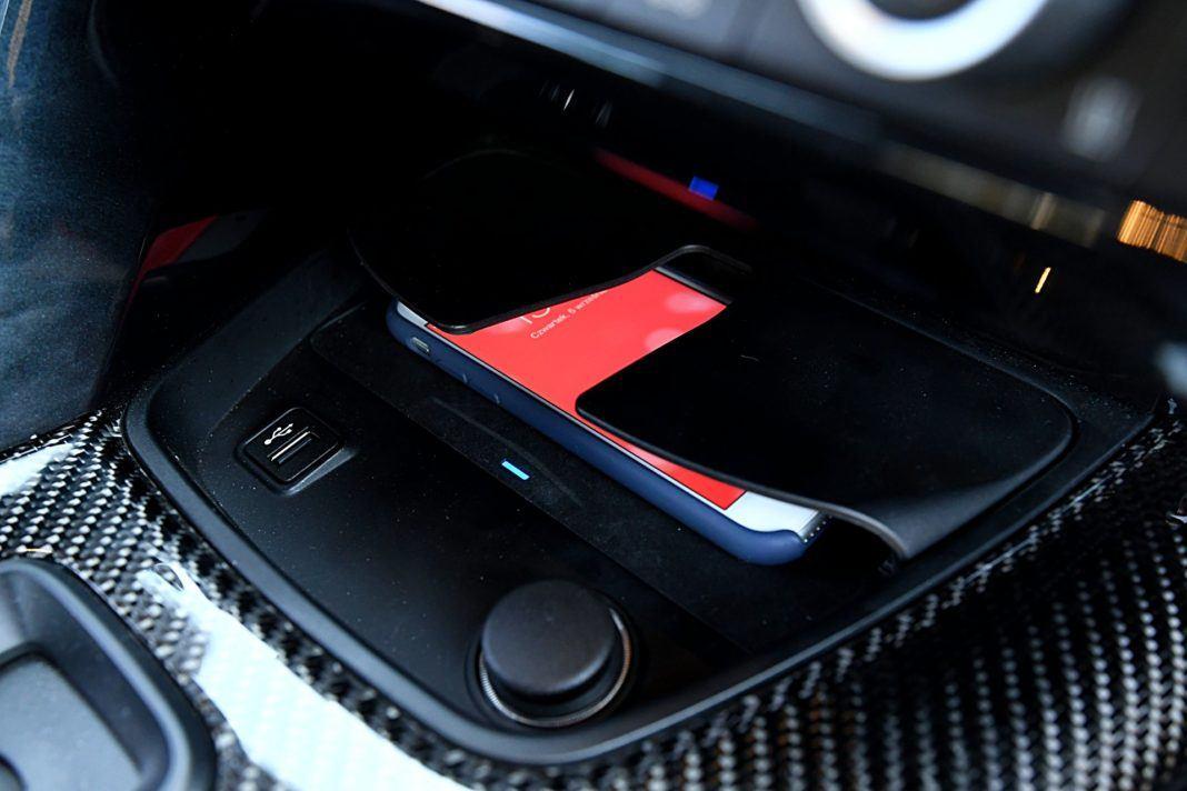 Toyota GR Supra – ładowarka indukcyjna
