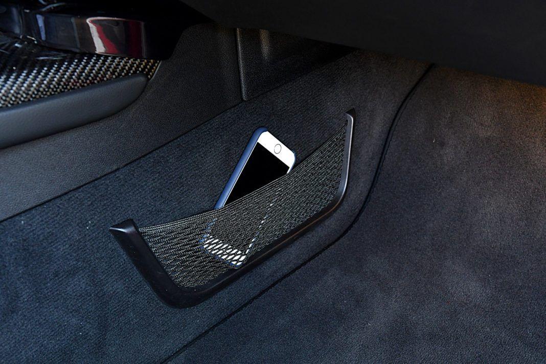 Toyota GR Supra – kieszeń na tunelu