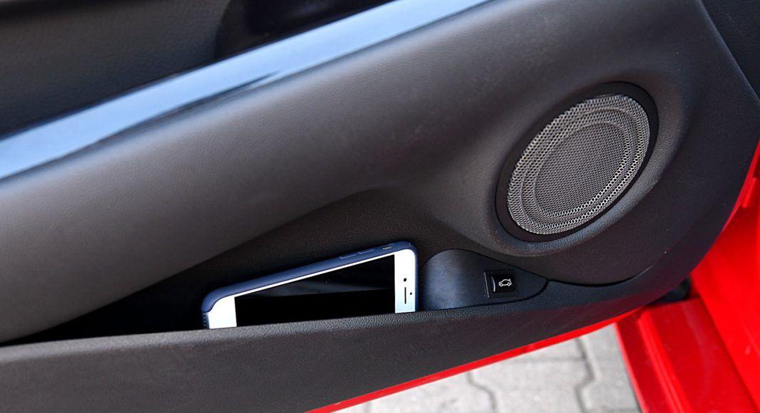 Toyota GR Supra – kieszeń w drzwiach